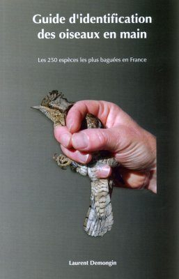 Guide d'Identification des Oiseaux en Main: Les 250 Espèces les Plus Baguées en France [Identification Guide to Birds in the Hand: The 250 Species Caught Most Frequently in France]